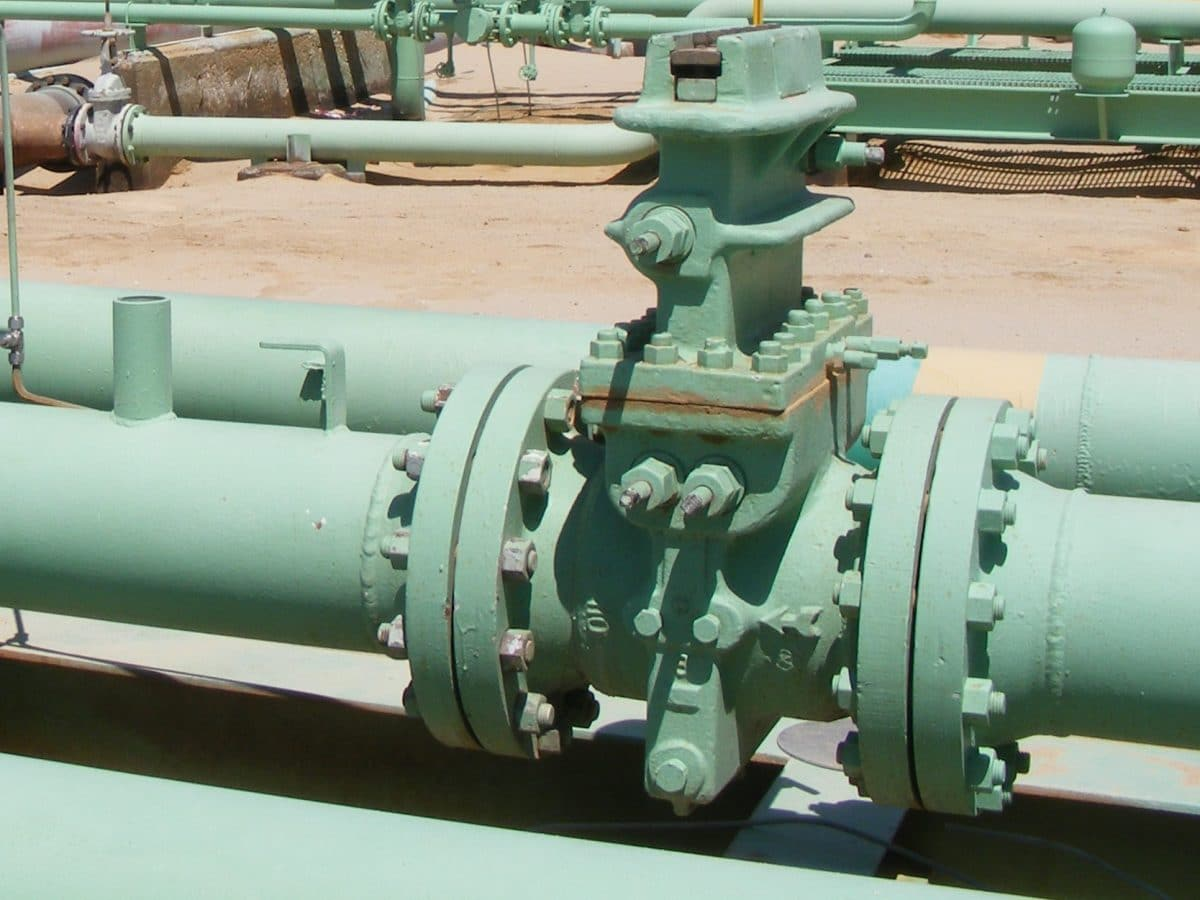 Dual gas flow meters in desert environment